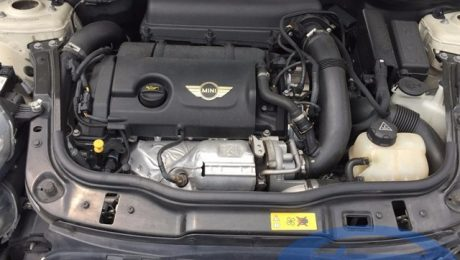 Mini Cooper S R56 facelift 184hp - engine bay
